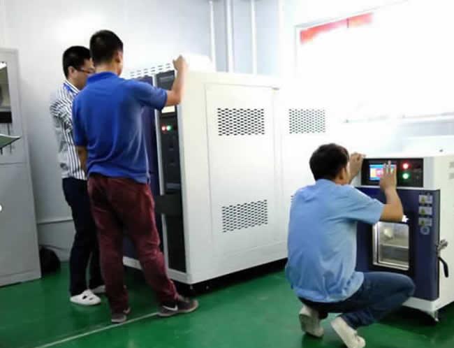 客户独立操作小型恒温恒湿试验箱