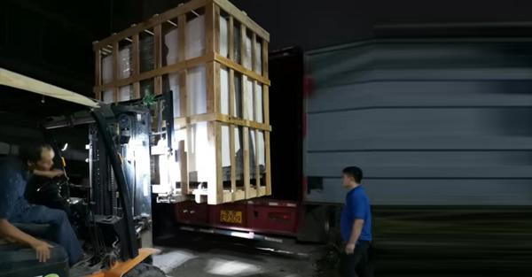 1000L恒温恒湿试验箱装车发货
