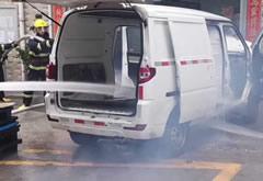 新能源汽车需要大量的稳定性、可靠性测试认证,避免发生自燃