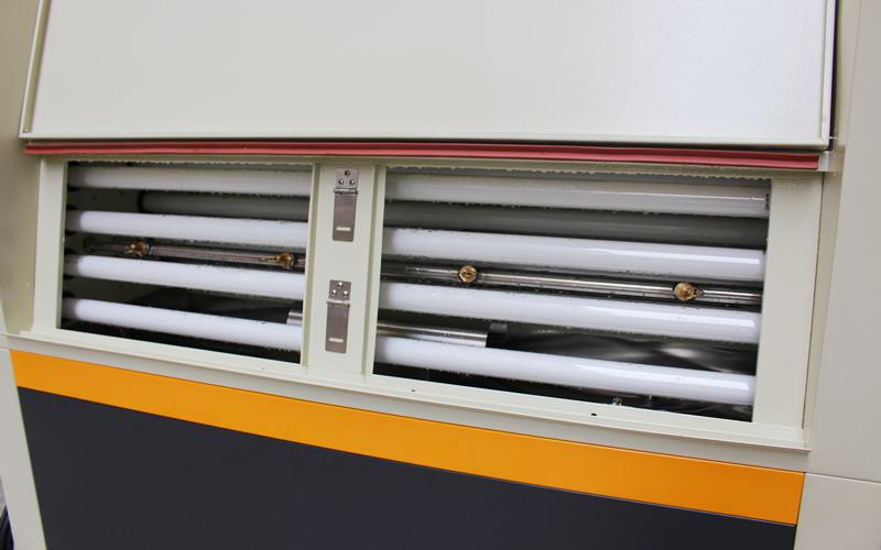UV光老化试验箱UV灯管位置