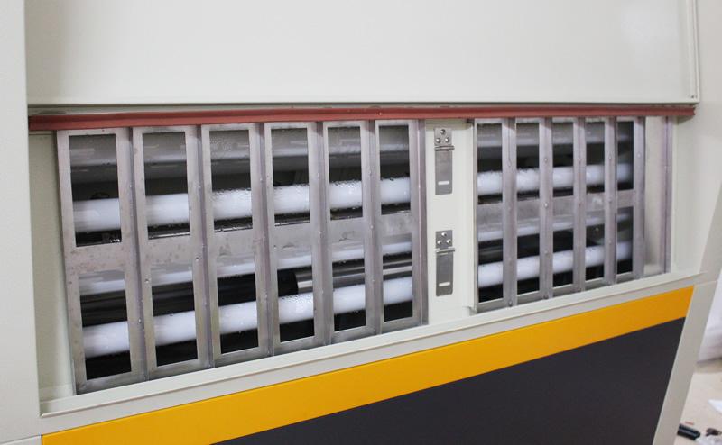 紫外线耐候老化试验箱产品架摆放区